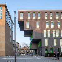 Das neue Studierenden Service Center grenzt direkt am von Adolf Abel 1932 errichteten Hauptgebäude der Universität zu Köln.